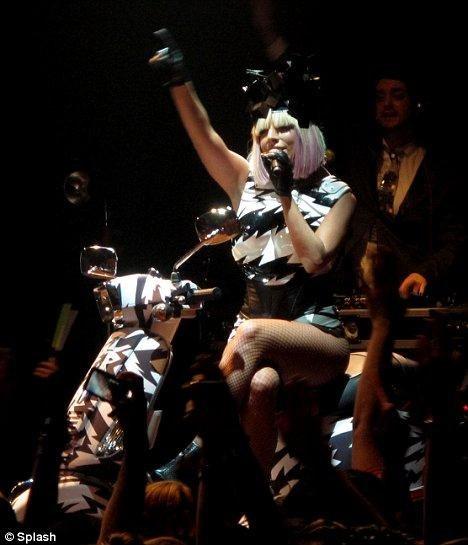 Тем временем музыкантша и исполнительница оригинальной и экстравагантной музыки в стиле electronica уже подумывает о завоевании модного олимпа. В конце концов, выпуск модных коллекций звездами кино и музыки превратился в обычную практику. «Мне бы хотелось выпустить собственную линию одежды, но не под маркой Lady Gaga. Я бы выпустила ее под другим названием, — сообщила недавно журналистам певица.